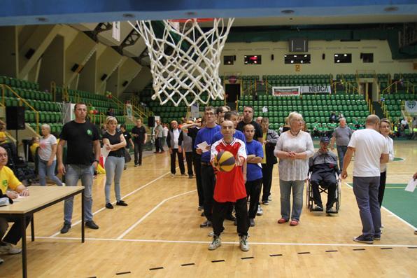 niepelnosprawni, Niepełnosprawni rywalizują Widowiskowo Sportowej - zdjęcie, fotografia