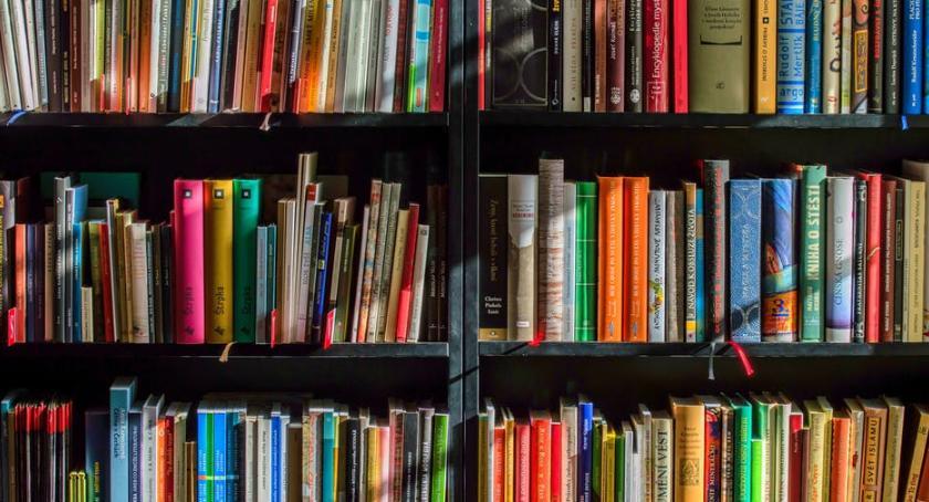 Książki, Tanie książki czytać przepłacać - zdjęcie, fotografia
