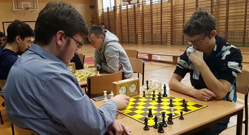 Szachy, Budowlanka gospodarzem zwycięzcą powiatowym drużynowym konkursie szachowym - zdjęcie, fotografia