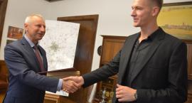 Wicemistrz Polski w skoku wzwyż gościł w ratuszu
