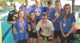Pływacy przywieźli worek medali z Mogilna
