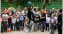 Mikołajkowa zabawa w inowrocławskiej hali