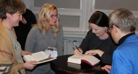 Jowita Budnik odwiedziłą Bibliotekę Miejską